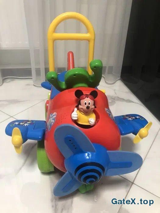 Самолет Disney