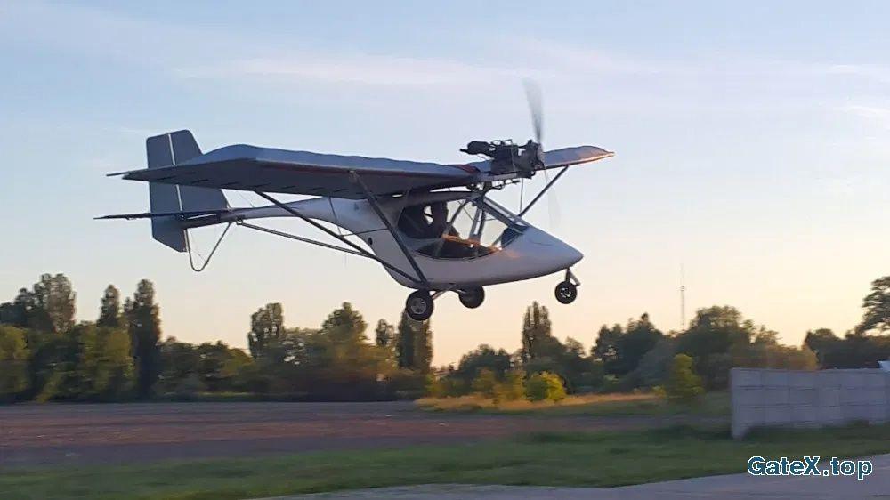 Двухместный самолет Ikarus C22