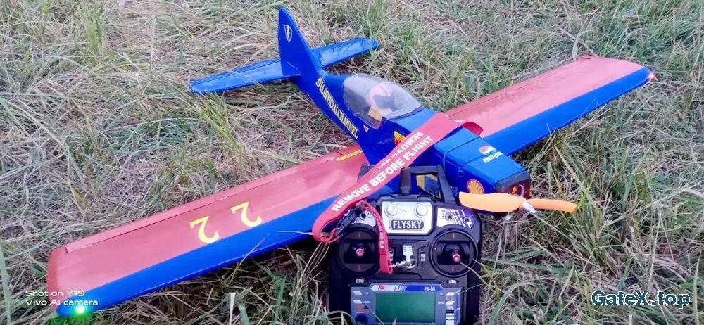Модель самолёт на радиоуправлении